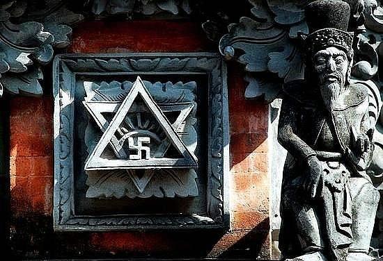 Свастика как символ Солнца в Меркабе